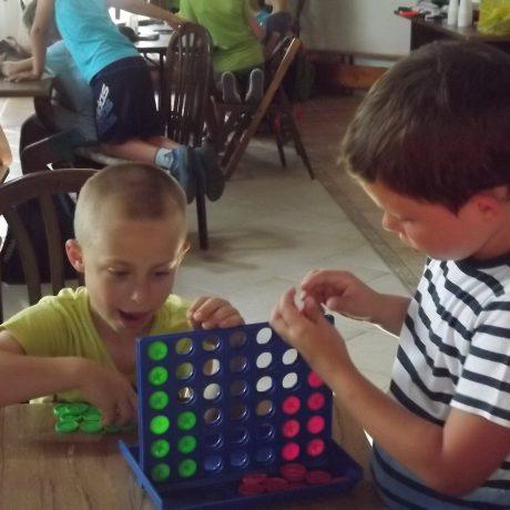 Kézműves és játszó tábor – 2016